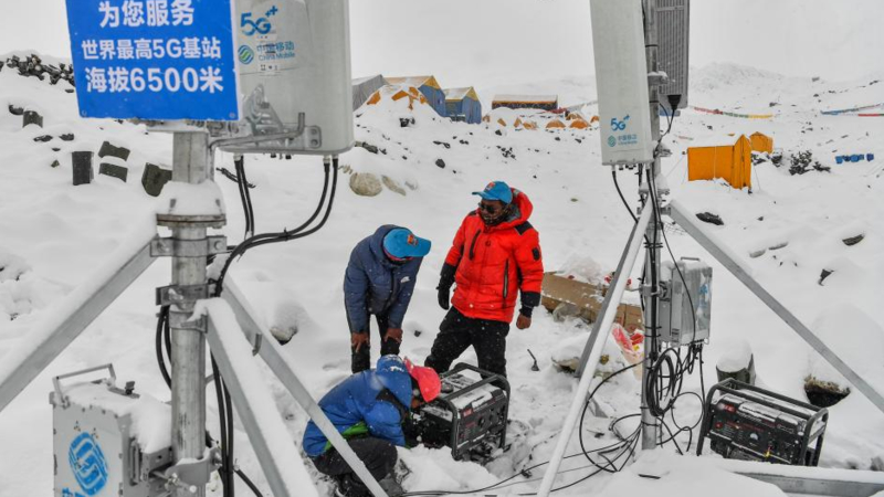 Staff members of China Mobile test the signals of the 5G base station built at an altitude of 6,500 meters at the advance camp of Mount Qomolangma in southwest China's Tibet Autonomous Region on May 21, 2020. (Xinhua/Jigme Dorje)