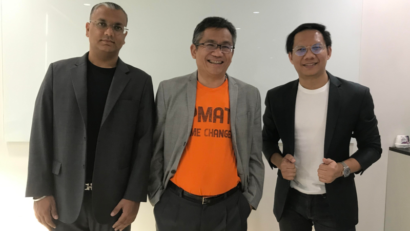 Boonchoo Malhotra, Regional Director, PeopleStrong (left), Dr Bovornan Thong Kulaya, President of PMAT (center)