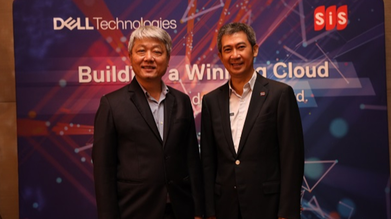 Somchai Sittichaisrichart, managing director, SiS Distribution (Thailand) PCL (left) and Noppadol Punyatipat, managing director, Dell Technologies Thailand (right)
