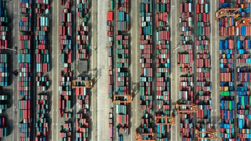 Aerial photo taken on Nov. 19, 2020 shows containers piled at the Qinzhou Port in south China's Guangxi Zhuang Autonomous Region. (Xinhua/Zhang Ailin)