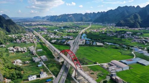 Mega-projects, world-leading developments build transportation strength